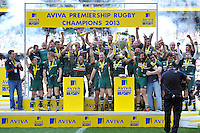 The Leicester Tigers squad celebrate as Geordan Murphy and Martin Castrogiovanni lift the Aviva Premiership trophy. Aviva Premiership Final, between Leicester Tigers and Northampton Saints on May 25, 2013 at Twickenham Stadium in London, England. Photo by: Patrick Khachfe / Onside Images