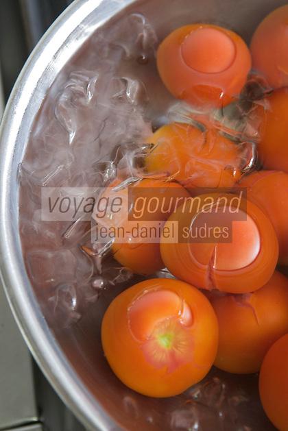 """Asie/Israël/Galilée/Rosh Pina/Safed: tomates bio rafraichissant dans les cuisines de Chaim Tibi du restaurant """"Muscat"""" de l'Hotel Restaurant """"Mizpe Hayamim"""" avec sa ferme bio créé par le docteur Yaros Yaroshlavsky dans les années 60"""