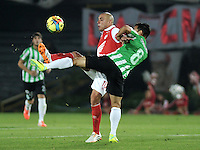 BOGOTA - COLOMBIA -07 -05-2014: Omar Perez (Izq.) jugador de Independiente Santa Fe disputa el balón con Diego Arias (Der.) jugador de Atletico Nacional, durante partido de ida entre Independiente Santa Fe y Atletico Nacional, por las semifinales de la Liga Postobon I-2014, jugado en el estadio Nemesio Camacho El Campin de la ciudad de Bogota./ Omar Perez (L) player of Independiente Santa Fe struggles for the ball with Diego Arias (R) player of Atletico Nacional, during a match for the first leg between Independiente Santa Fe and Atletico Nacional, for the semifinals of the Liga Postobon I -2014 at the Nemesio Camacho El Campin Stadium in Bogota city, Photos: VizzorImage  / Luis Ramirez / Staff.