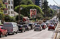 CURITIBA, PR, 26.02.2014 - GREVE / TRANSPORTE PÚBLICO - Com 100% dos ônibus de Curitiba e Região Metropolitana parados nesta quarta-feira(26), devido a greve do transporte público. Trânsito em  Curitiba completamente congestionado. (Foto: Paulo Lisboa / Brazil Photo Press)