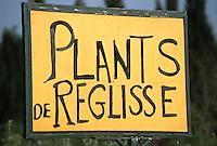 Europe/France/Languedoc-Roussillon/30/Gard/Uzès: A l'entrée de la ville enseigne d'un pépiniériste vendant des plants de réglisse