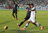 CALI- COLOMBIA -02 -02-2014: Cristian Marrugo (Der.) jugador de Deportivo Cali disputa el balón con Stefan Medina (Izq.) jugador del Atletico Nacional en durante partido de la segunda fecha de la Liga Postobon I 2014, jugado en el estadio Pascual Guerrero de la ciudad de Cali. / Cristian Marrugo (R) player of Deportivo Cali vies for the ball with Stefan Medina (L) player of Atletico Nacional during a match for the second date of the Liga Postobon I 2014 at the Pascual Guerrero Stadium in Cali city. Photo: VizzorImage  / Juan C Quintero / Str.
