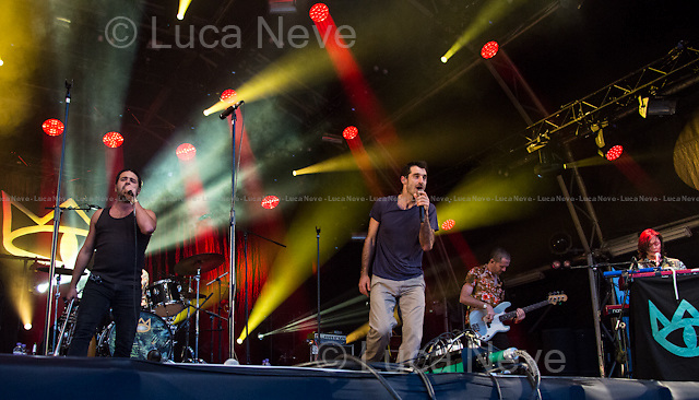 London, 13/07/2014. &quot;Summer Series at Somerset House&quot; Music Festival - The Cat Empire.<br /> <br /> Ollie McGill (Piano, keyboard, recorder, tubular bells, backing vocals, Melodica)<br /> Ryan Monro (Double bass, bass guitar, backing vocals)<br /> Felix Riebl (Lead vocals, percussion)<br /> Harry James Angus (Trumpet and lead vocals; recorder, resonator and guitar)<br /> Will Hull-Brown (Drums)<br /> Jamshid &quot;DJ Jumps&quot; Khadiwhala (Turntables, tambourine, clave, also dances)<br /> <br /> For more information please click here: http://thecatempire.com/