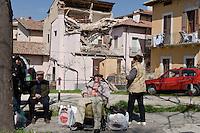 L'Aquila, 6 Aprile, 2009. Immagini dei danni causati dal terremoto nel centro storico dell'Aquila. A causa del mancato allarme di un imminente terremoto i componenti della commissione Grandi Rischi sono stati condannati a 6 anni di reclusione. Rescuers walk with dogs past a collapsed house in the medieval town of L'Aquila, epicentre of an earthquake which jolted central Italy early morning on April 6,2009  killing at least 92 people and injuring 1,500 as buildings and homes were reduced to rubble.