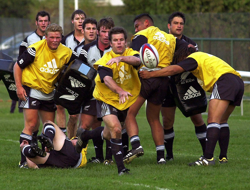 Photo. Richard Lane.New Zealand All Blacks training at the Athletic Ground, Richmond. 4-11-2002.Steve Devine