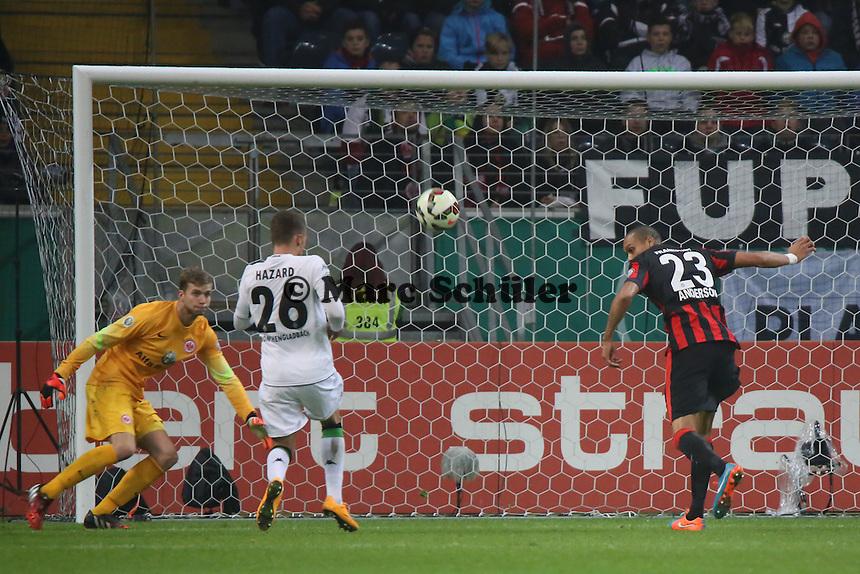 Bamba Anderson (Eintracht) klaert - Eintracht Frankfurt vs. Borussia Mönchengladbach, DFB-Pokal 2. Runde, Commerzbank Arena