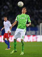 FUSSBALL   1. BUNDESLIGA   SAISON 2011/2012    10. SPIELTAG Hamburger SV - VfL Wolfsburg                                22.10.2011 Mario MANDZUKIC (VfL Wolfsburg) Einzelaktion am Ball