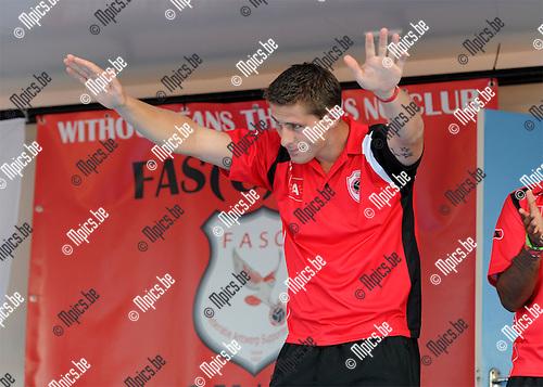 2011-08-07 / Voetbal / seizoen 2011-2012 / Fandag R. Antwerp FC / Kevin Oris buigt voor de supporters..Foto: mpics