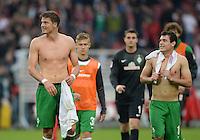Fussball  1. Bundesliga  Saison 2013/2014  8. Spieltag VfB Stuttgart - SV Werder Bremen     05.10.2013 Sebastian Proedl (li, SV Werder Bremen) und Zlatko Junuzovic (SV Werder Bremen) freuen sich nach dem Spiel