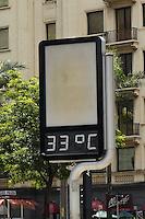 SÃO PAULO, SP, 09 DE FEVEREIRO DE 2012 - CLIMA TEMPO - Termômetro marca 33 graus na tarde desta quinta-feira, na região da avenida Paulista. FOTO: ALEXANDRE MOREIRA - NEWS FREE.