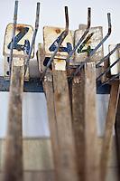 Europe/France/Poitou-Charentes/17/Charente-Maritime/Ile de Ré/Ars-en-Ré: l'Huitrière de Ré, ferme ostréicole de Tony Berthelot - Pancartes utilisées pour le Tri et calibrage des huîtres
