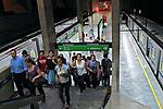 Passageiros na estação do metrô. São Paulo. 2009. Foto de Juca Martins.