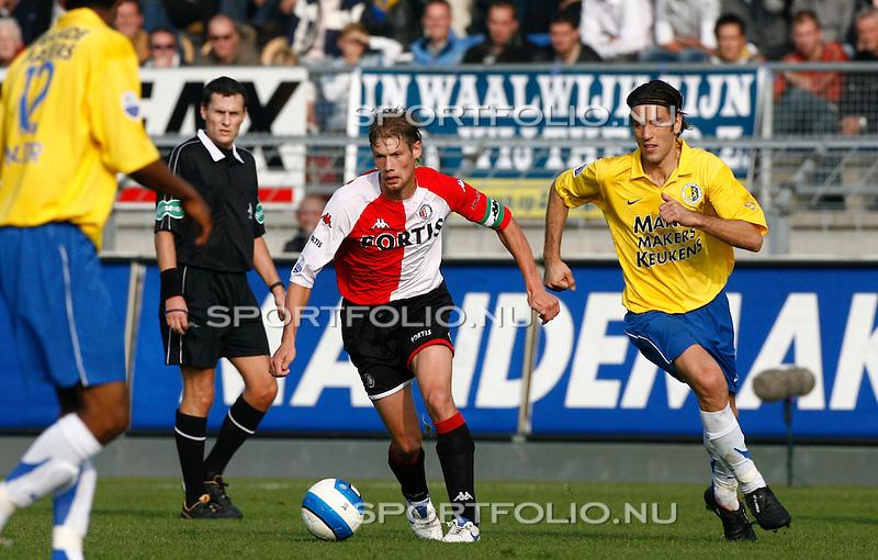 Nederland, Waalwijk, 15 oktober 2006 .Eredivisie .Seizoen 2006-2007 .RKC Waalwijk-Feyenoord (2-2) .Theo Lucius (2e van r.) van Feyenoord passeert Ivan Vicelich (r) van RKC Waalwijk