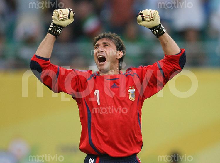 Fussball WM 2006  Gruppenspiel Achtelfinale  Argentinien - Mexiko Roberto Abbondanzieri (ARG) jubelt nach dem Tor zum 1:1