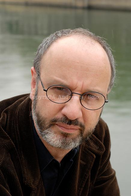 Rodrigo Fresan attending book fair in Lyon.