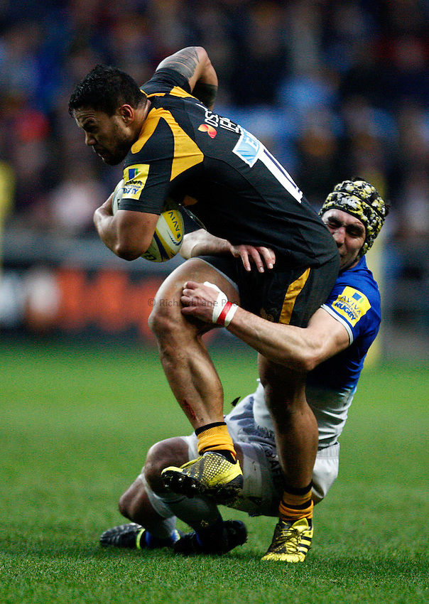 Photo: Richard Lane/Richard Lane Photography. Wasps v Saracens. Aviva Premiership. 27/12/2015. Wasps' Alapati Leiua attacks.