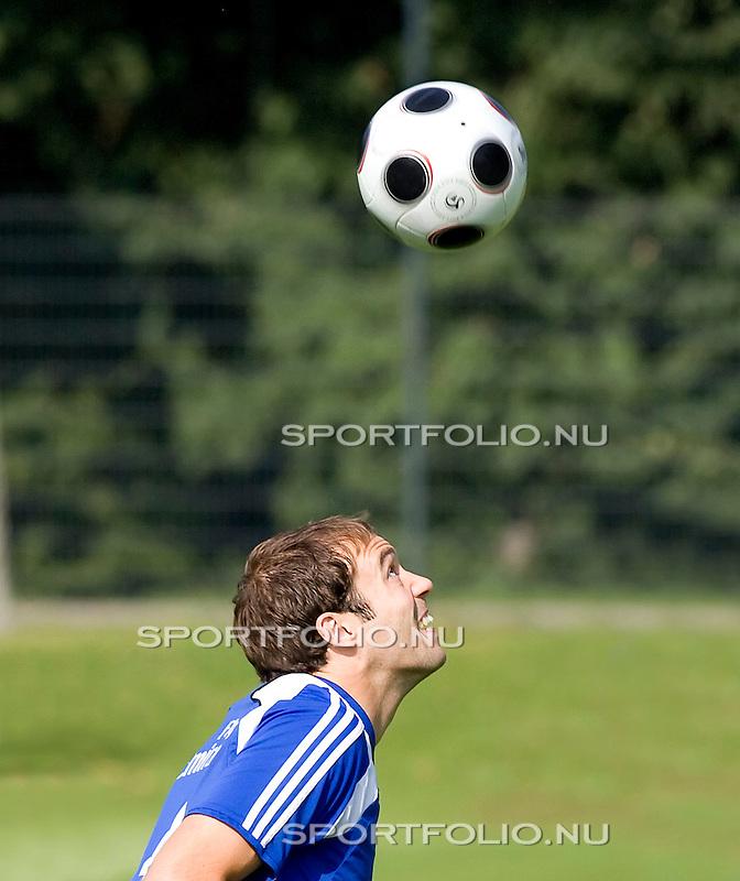 Duitsland, Hamburg, 7 augustus 2008,.Training HSV.Joris Mathijsen van HSV in actie met de bal