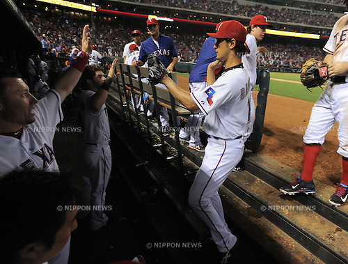 Yu Darvish (Rangers),.MAY 16, 2013 - MLB :.Yu Darvish of the Texas Rangers high-fives teammates in the dugout during the baseball game against the Detroit Tigers at Rangers Ballpark in Arlington in Arlington, Texas, United States. (Photo by AFLO)