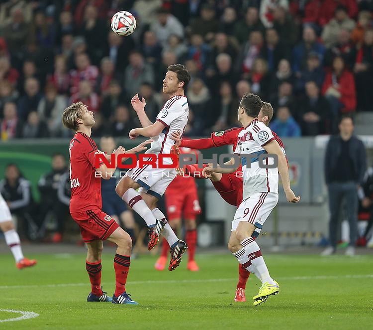 08.04.2015, BayArena, Leverkusen, DFB Pokal, Bayer 04 Leverkusen vs. Bayern M&uuml;nchen<br /> Simon Rolfes (Leverkusen), Xabi Alonso (M&uuml;nchen)<br /> Foto &copy; nordphoto /  Bratic