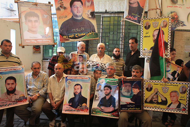 Families of Palestinian prisoners in the weekly sit-in to calling for the release of Palestinian prisoners from Israeli jails in front of the Red Cross in Gaza City, on Sep. 23, 2013. Photo by Mohammed Asad