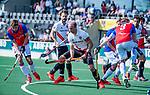 AMSTELVEEN -Billy Bakker (Adam) met links Max Vergnes (SCHC)     tijdens  de hoofdklasse competitiewedstrijd hockey heren,  Amsterdam-SCHC (3-1).  COPYRIGHT KOEN SUYK