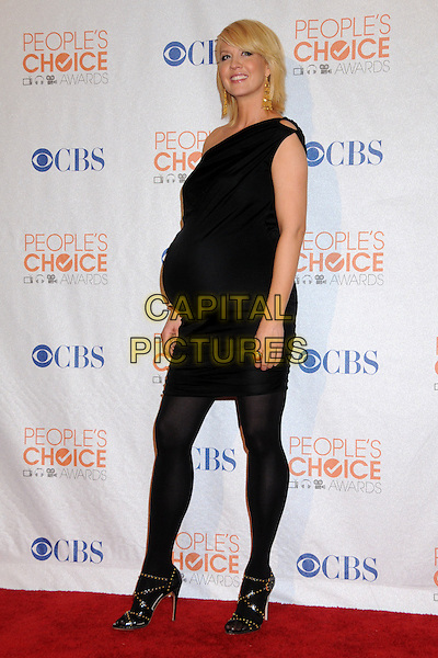 JENNA ELFMAN.Pressroom at the 36th Annual People's Choice Awards held at the Nokia Theatre LA Live, Los Angeles, California, USA..January 6th, 2009.press room full length pregnant maternity black dress tights sandals  .CAP/ADM/BP.©Byron Purvis/AdMedia/Capital Pictures.