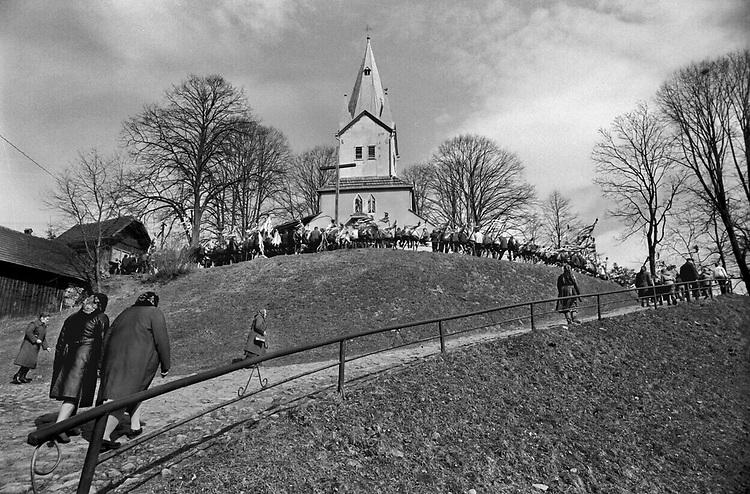 Niedziela palmowa w podkrakowskiej wsi. Małopolska koniec lat 70. XX wieku.