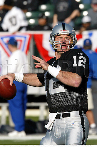RICH GANNON prepares to throw the ball, OAKLAND RAIDERS 41 v Tennessee Titans 24, AFC Championship game, American Football, Network Associates Coliseum, Oakland, USA, 030119. Photo: Albert Dickson/Action Plus...2003.NFL national league.player players.quaterback quaterbacks.passing passes.gridiron