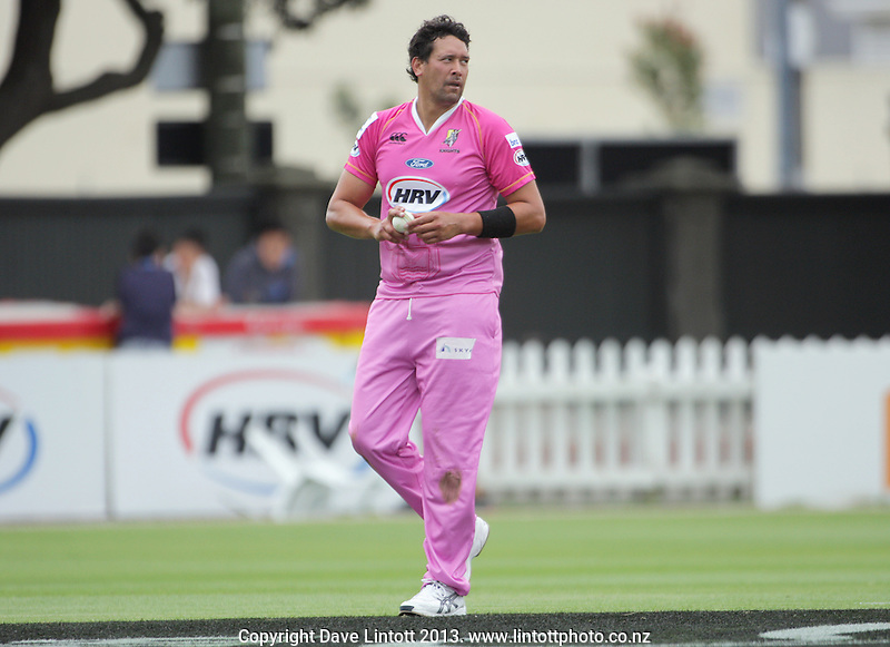 Daryl Tuffey prepares to bowl during the HRV Cup Twenty20 cricket match between the Wellington Firebirds and Northern Knights at Hawkins Finance Basin Reserve, Wellington, New Zealand on Sunday, 13 January 2013. Photo: Dave Lintott / lintottphoto.co.nz