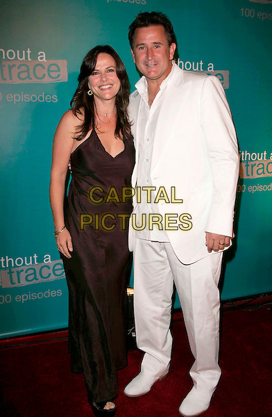 "GIA CARIDES & ANTHONY LaPAGLIA.attend The ""Without A Trace"" 100th Episode celebration.at the Cabana Club in Hollywood, California, USA, September 9th 2006..full length married husband wife white suit.Ref: DVS.www.capitalpictures.com.sales@capitalpictures.com.©Debbie VanStory/Capital Pictures"