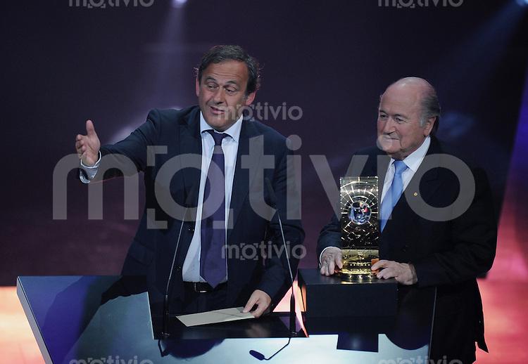 Fussball International  FIFA Gala  FIFA Weltfussballer 2009  21.12.2009 FIFA Vize-Praesident und UEFA Praesident Michel Platini (li, FRA)  und FIFA Praesident Joseph S. Blatter (re, SUI)