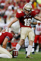 TALLAHASSEE, FL 10/31/09-FSU-NCST FB09 CH46-Florida State's Dustin Hopkins connects for a 24 yard field goal against N.C. State during second half action Saturday at Doak Campbell Stadium in Tallahassee. The Seminoles beat the Wolf Pack 45-42..COLIN HACKLEY PHOTO