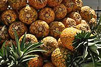 Frutas-Piñas.Ciudad: Santo Domingo.Fotos:  Carmen Suárez/acento.com.do.Fecha: 13/06/2011.
