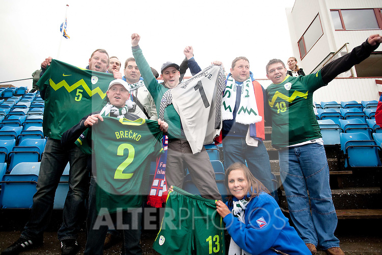 03.06.2011, Stadium Svangaskard, Toftir, FAO, UEFA EURO 2012, Qualifikation, Faroe Islands vs Slovenia, im Bild Fans of Slovenia celebrates with Jerseys of Slovenian players after the EURO 2012 Qualifications football game between Faroe Islands and Slovenia, on June 3, 2011 in Stadium Svangaskard, Toftir, Faroe Islands.  Slovenia defeated Faroe Islands 2-0. EXPA Pictures © 2011, PhotoCredit: EXPA/ Sportida/ Vid Ponikvar +++++ ATTENTION - OUT OF SLOWENIA  +++++