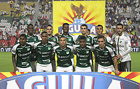 IBAGUÉ- COLOMBIA,13-05-2019:Formación del Deportivo Cali ante el Deportes Tolima durante el primer  partido de los cuadrangulares finales de la Liga Águila I 2019 jugado en el estadio Manuel Murillo Toro de la ciudad de Ibagué. / Deportivo Cali players line up for a team photo  during the firts match for the quarter finals B of the Liga Aguila I 2019 match between Deportes Tolima and Deportivo Cali  played at the Manuel Murillo Toro stadium in Ibague city. Photo: VizzorImage / Felipe Caicedo / Staff