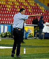 BUCARAMANGA - COLOMBIA, 18-08-2018: Carlos Mario Hoyos, técnico de Atlético Bucaramanga, durante partido entre Atlético Bucaramanga y Deportes Tolima, de la fecha 5 por la Liga Aguila II 2018, jugado en el estadio Alfonso López de la ciudad de Bucaramanga. / Carlos Mario Hoyos, coach of Atletico Bucaramanga, during a match between Atletico Bucaramanga and Deportes Tolima, of the 5th date for the Liga Aguila II 2018 at the Alfonso Lopez Stadium in Bucaramanga city Photo: VizzorImage / Oscar Martínez / Cont.