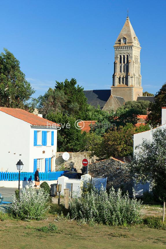 France, Vendée (85), île de Noirmoutier, Noirmoutier-en-lÎle, maisons du bourg et l'église // France, Vendee, Island of Noirmoutier, Noirmoutier en lIle