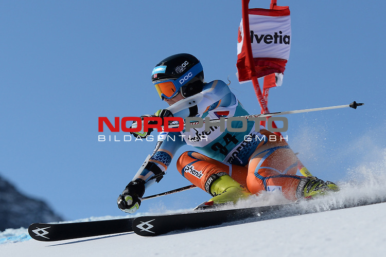 ST MORITZ, SWITZERLAND - DECEMBER 15: Nina Loeseth of Norway during the Audi FIS Alpine Ski World Cup giant slalom race on December 15 2013 in St Moritz, Switzerland. <br /> Foto nph / Gunn