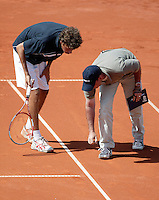 14-7-06,Scheveningen, Siemens Open, quarter finals, Haase in discussion with the umpire