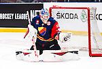 Stockholm 2014-09-05 Ishockey CHL Djurg&aring;rdens IF - Eisb&auml;ren Berlin :  <br /> Djurg&aring;rdens m&aring;lvakt goalkeeper Mantas Armalis r&auml;ddar ett skott<br /> (Foto: Kenta J&ouml;nsson) Nyckelord:  Djurg&aring;rden Hockey Hovet CHL Eisb&auml;ren Berlin