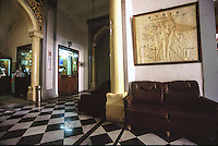 09/2003 SIRIA Aleppo ,Hotel Baron, la hall