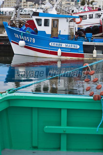 Europe/France/Pays de la Loire/44/Loire Atlantique/Presqu'île Guérandaise/La Turballe:  Sardinier au port de pêche   //   France, Loire Atlantique, Guerande Peninsula, La Turballe Sardinier fishing port