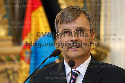 Farewell speach of Budapest mayor Gabor Demszky on the final session of the city council. Budapest, Italy. Thursday, 26. August 2010. ATTILA VOLGYI