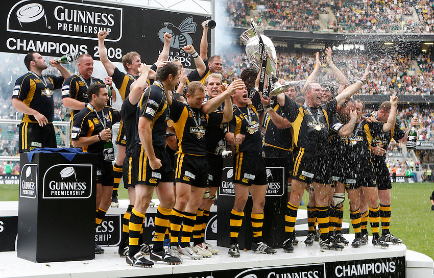 Photo: Richard Lane/Richard Lane Photography. .Leicester Tigers v London Wasps. Guinness Premiership Final. 31/05/2008. Wasps team celebrate victory on the pitch.
