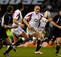 Twickenham, GREAT BRITAIN, Mike TINDALL, run's onto Harry ELLIS pass,  during the  England vs Scotland, Calcutta Cup Rugby match played at the  RFU Twickenham Stadium on Sat 03.02.2007  [Photo, Peter Spurrier/Intersport-images]....
