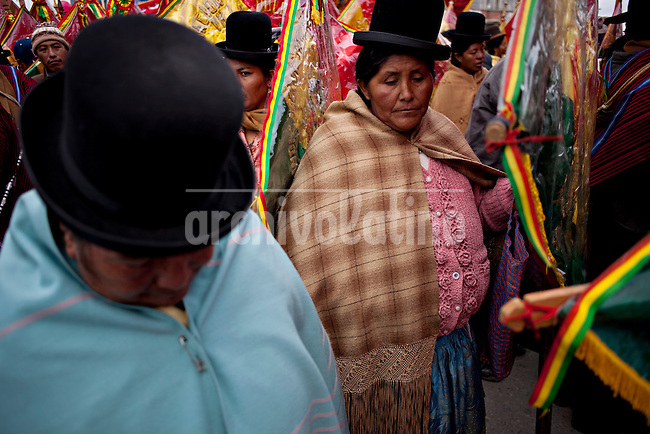 Aymara women during the parade to celebrate the day of El Alto.Just 25 years ago it was a small group of houses around La Paz  airport, at an altitude of 12,000 feet. Now El Alto city  has  nearly one million people, surpassing even the capital of Bolivia, and it is the city of Latin America that grew faster .<br /> It is also a paradigmatic city of the tubles and traumas of the country. There got refugee thousands of miners that lost  their jobs in 90 ´s after the privatization and closure of many mines. The peasants expelled by the lack of land or low prices for their production. Also many who did not want to live in regions where coca  growers and the Army  faced with violence.<br /> In short, anyone who did not have anything at all and was looking for a place to survive ended up in El Alto.<br /> Today is an amazing city. Not only for its size. Also by showing how its inhabitants,the poorest of the poor in one of the poorest countries in Latin America, managed to get into society, to get some economic development, to replace their firs  cardboard houses with  new ones made with bricks ,  to trace its streets,  to raise their clubs, churches and schools for their children.