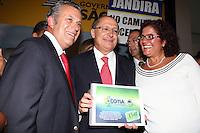 SAO PAULO, SP, 18 JANEIRO 2012 - O Prefeito de Cotia Antonio Carlos de Camargo, o Governador Geraldo Alckmin, durante anuncio de investimentos do Fumefi nos municipios de Jandira, Mairipora, Biritiba Mirim, Embu-Guaçu, Cotia e Caieiras no Palacio dos Bandeirantes na regiao sul da capital paulista na tarde dessa quarta-feira, 18. FOTO: MILENE CARDOSO - NEWS FREE.