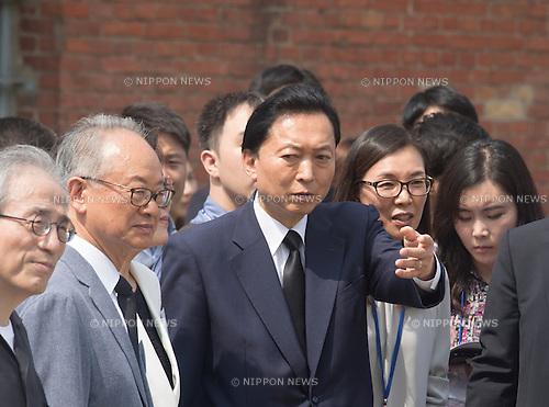 Yukio Hatoyama, Aug 12, 2015 : Japan's former Prime Minister Yukio Hatoyama (C) visits the Seodaemun Prison History Hall in Seoul, South Korea. The Seodaemun Prison History Hall was a prison where Japan had imprisoned Korean fighters for independence during Japan's colonial rule of Korea from 1910-1945. (Photo by Lee Jae-Won/AFLO) (SOUTH KOREA)