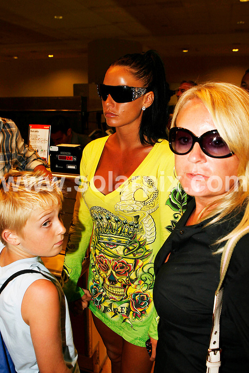 **ALL ROUND PICTURES FROM SOLARPIX.COM**.**WORLDWIDE SYNDICATION RIGHTS**.Katie Price and cage fighter boyfriend Alex Reid leaving Malaga Airport after their holiday on the Costa del Sol, Spain..JOB REF:        AB1       DATE:  05.08.09.**MUST CREDIT SOLARPIX.COM OR DOUBLE FEE WILL BE CHARGED**.**ONLINE USAGE FEE  GBP 50.00 PER PICTURE - NOTIFICATION OF USAGE TO PHOTO @ SOLARPIX.COM**.**CALL SOLARPIX : +34 952 811 768 or LOW RATE FROM UK 0844 617 7637**