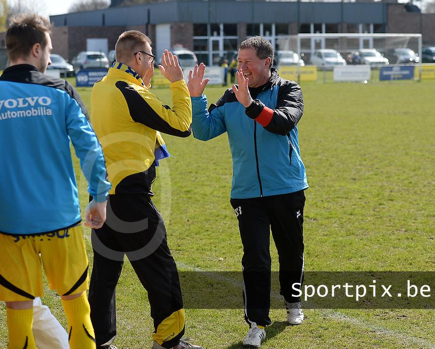SVD Kortemark - SK Westrozebeke : SVD Kortemark viert de 3-1 voorsprong <br /> foto VDB / BART VANDENBROUCKE